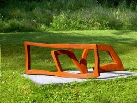 »Im Rechteck Liegend«Eisen | 47 x 113 x 92 cm