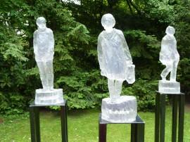 3 Figuren auf Stativ  Polyester | Höhe je ca. 50 cm