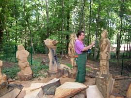 Klaus Dobrunz bei der Arbeit zum Skulpturengarten 2007